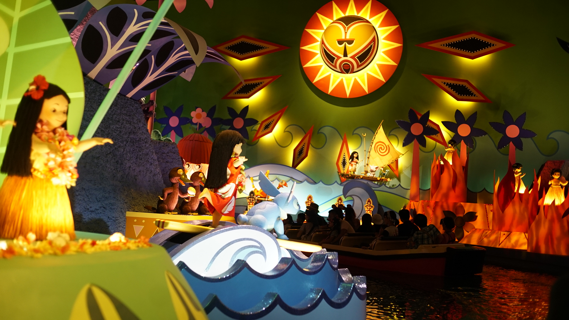 """Lilo and Stitch, Moana, Pua, and Hei Hei appear in the Polynesian scene in """"it's a small world"""" at Tokyo Disneyland."""