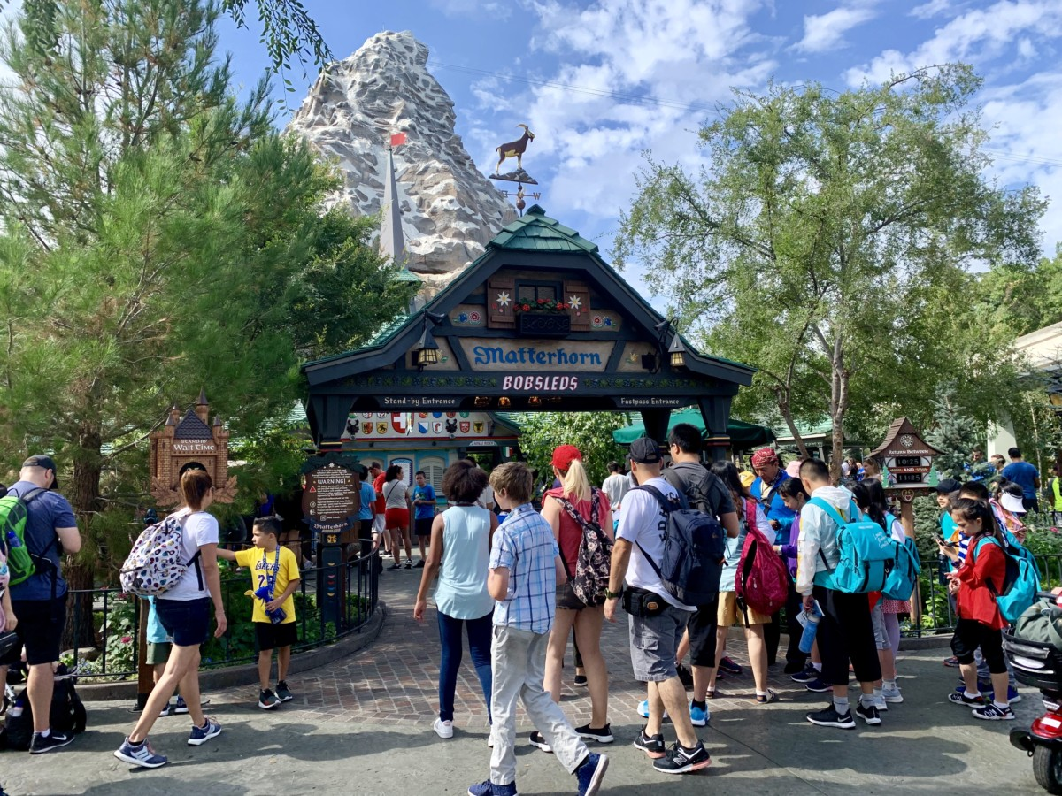 Disneyland Photo Report Frozen Pins Star Wars: Galaxy's Edge Crowds and More August 7 2019