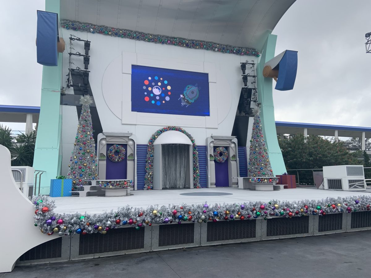 Tomorrowland Christmas decorations (1)