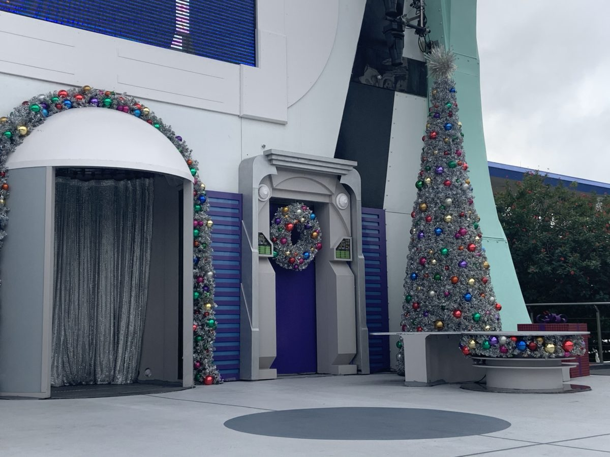 Tomorrowland Christmas decorations (3)