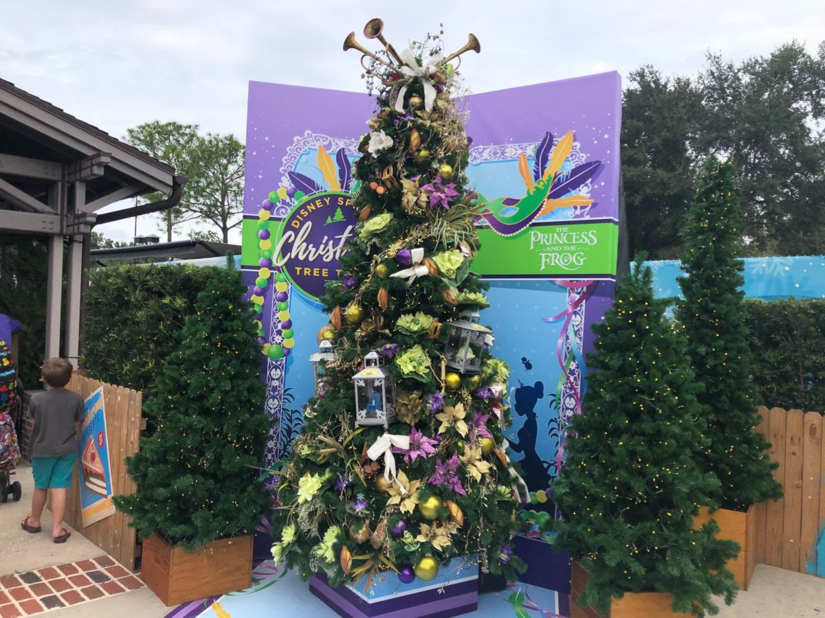 disney springs christmas tree trail 2019
