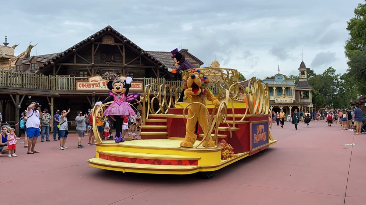 boo-to-you-mickey-cavalcade-6