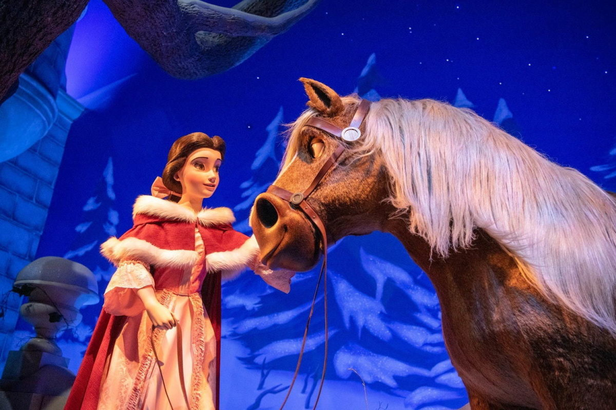 enchanted-tales-of-beauty-and-the-beast-press-image-6