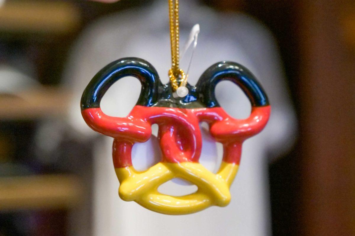 germany-pretzel-ornament-1