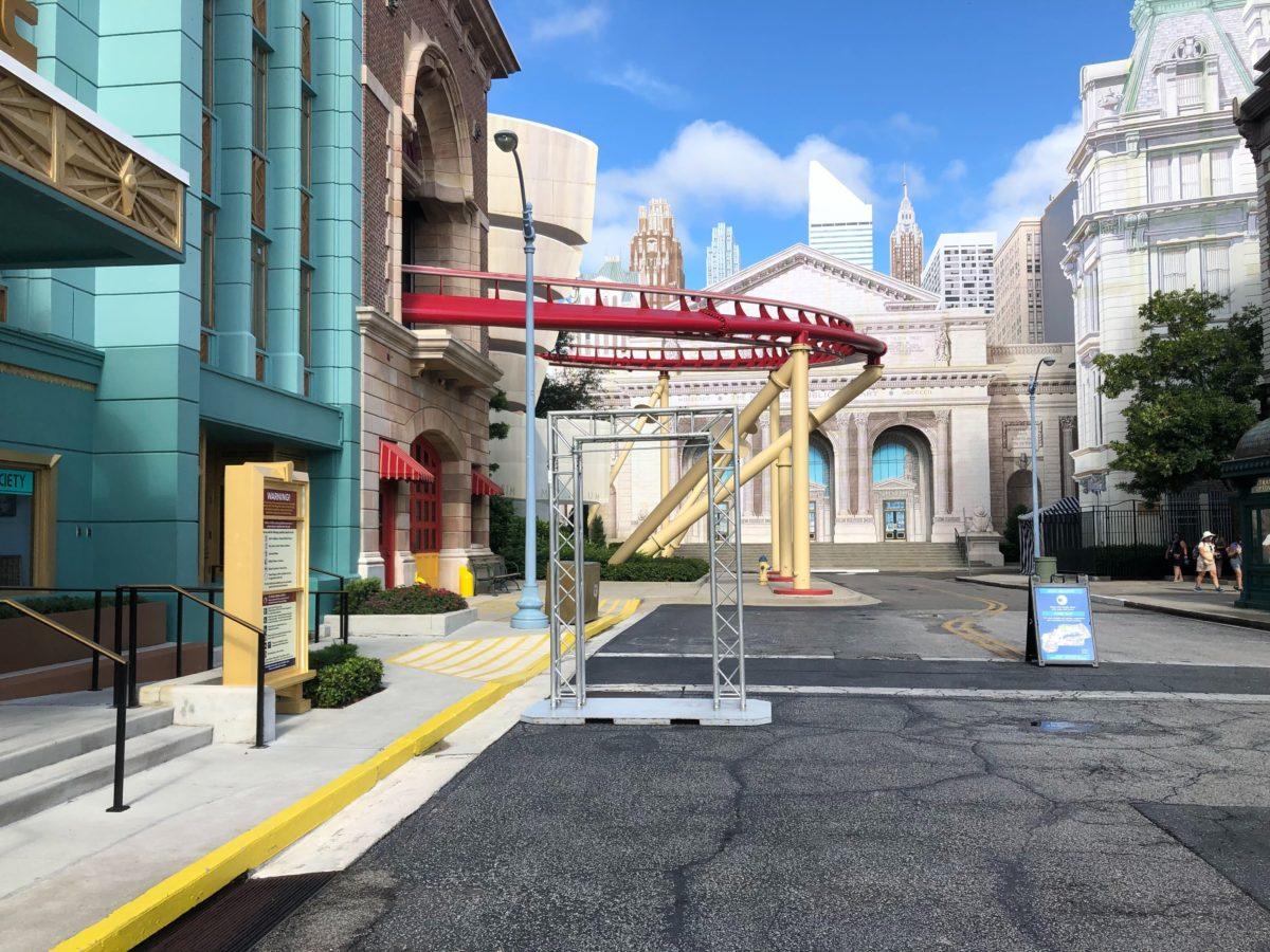 hhn-house-signage-stands-2020_16