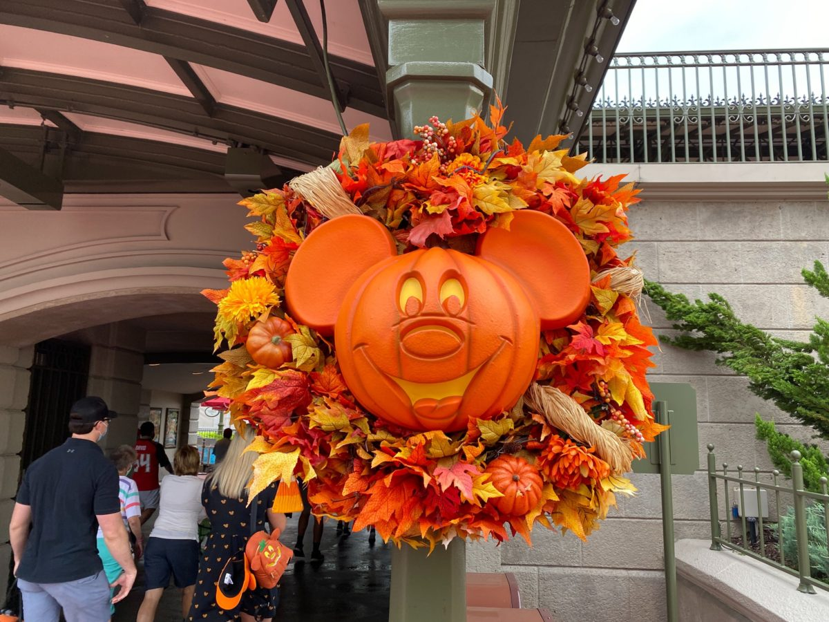 mickey-pumpkins-main-street-usa-2020_15