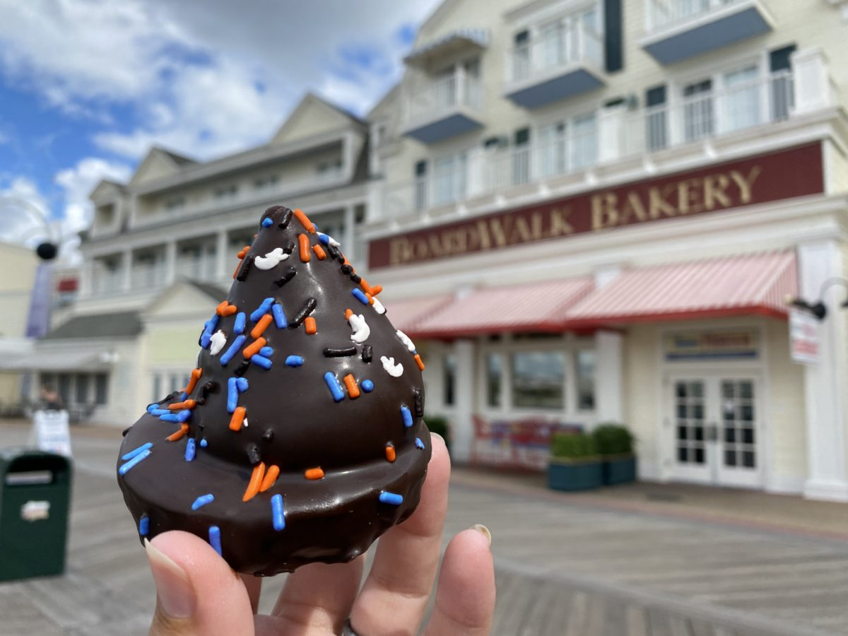 boardwalk-bakery-witches-mallow-hat-featured-image-10262020-7489385