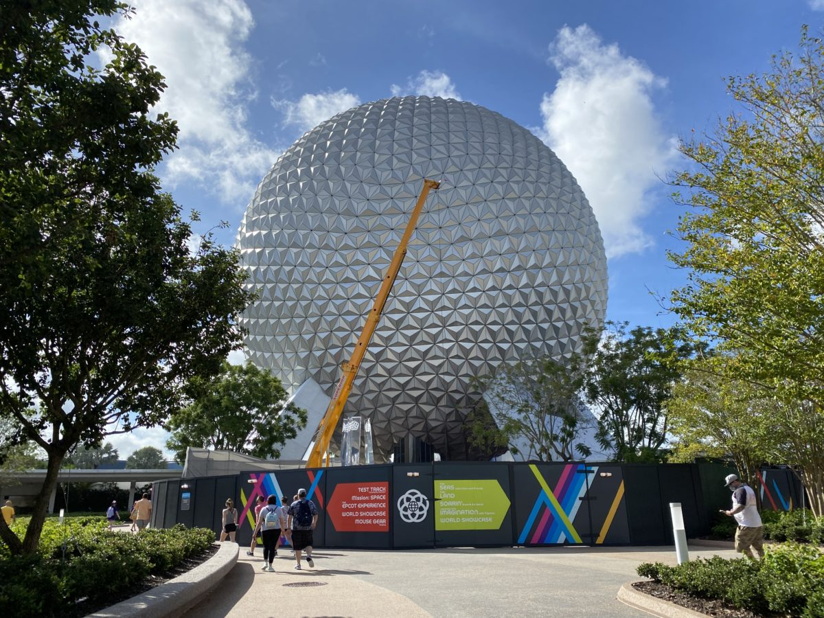 crane-working-on-fountain-lucite-pylons-spaceship-earth-epcot-10062020-4811237