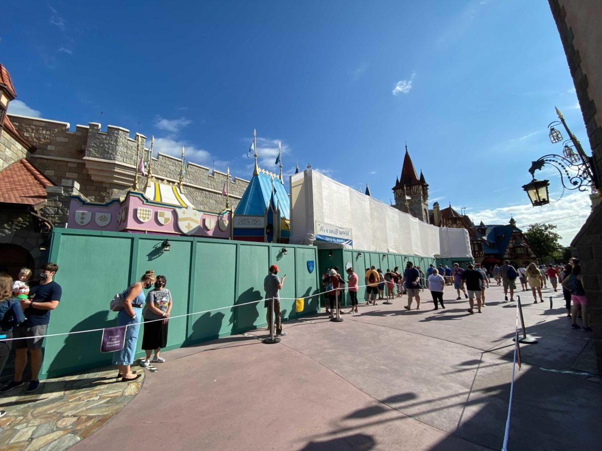 its-a-small-world-construction-10-01-4