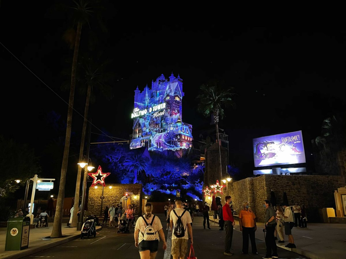 hollywood-holiday-tower-hotel-projions-2020_9