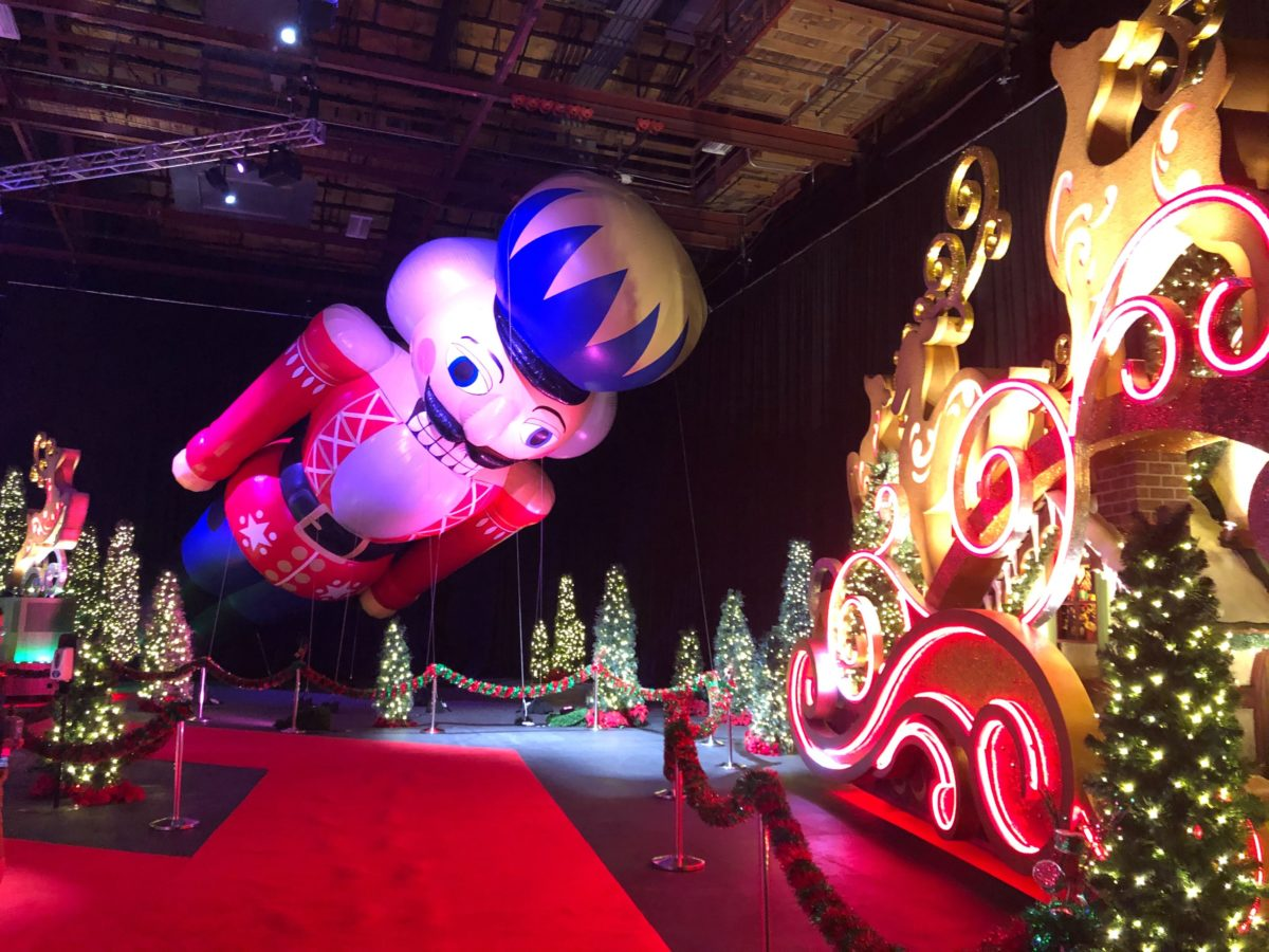 universals-holiday-experience-featuring-macys-balloons-2020_33