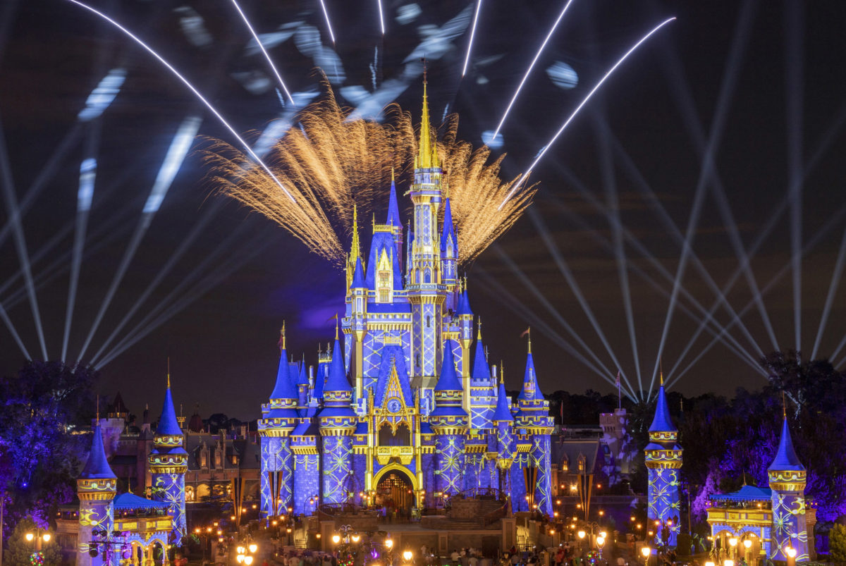 pyrotechnic-pixie-dust-adds-holiday-cheer-to-cinderella-castle-3