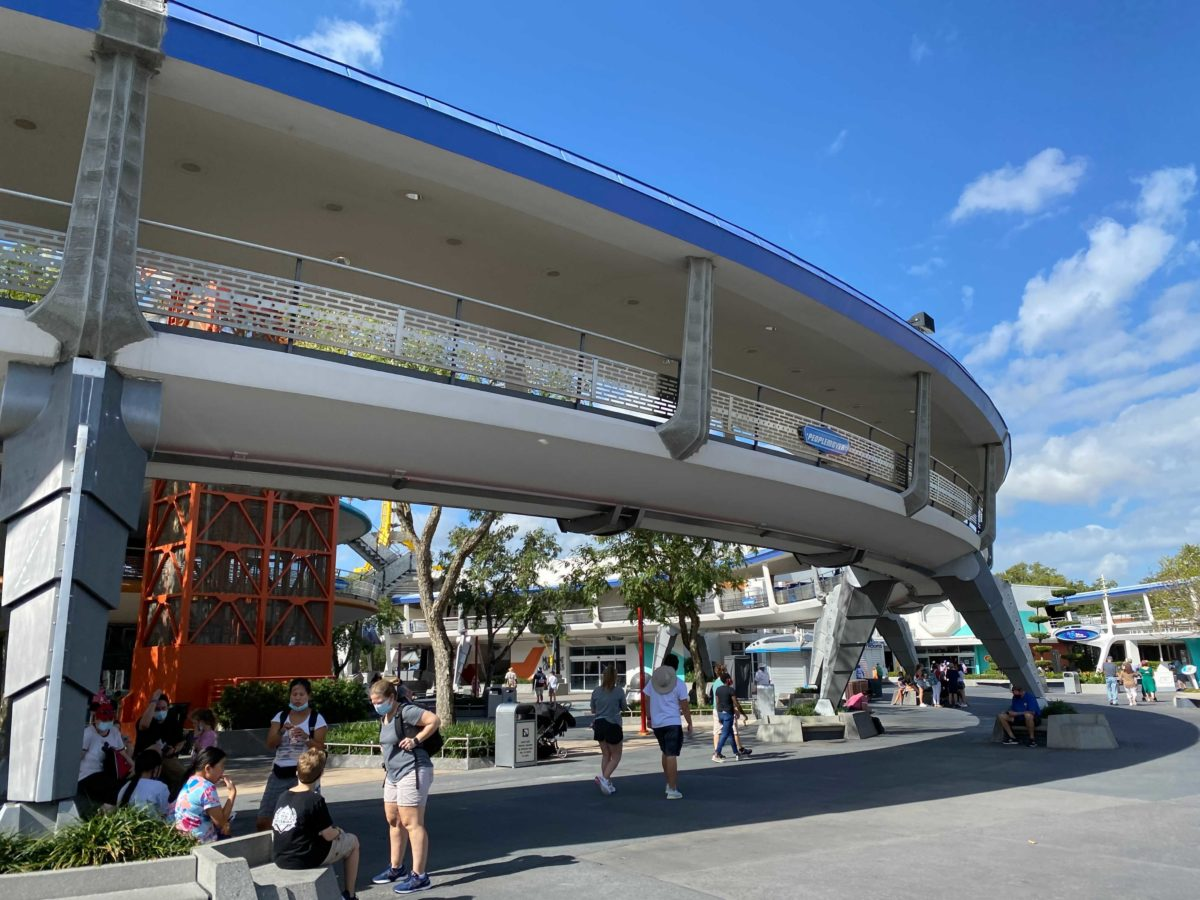 tomorrowland-supports-4