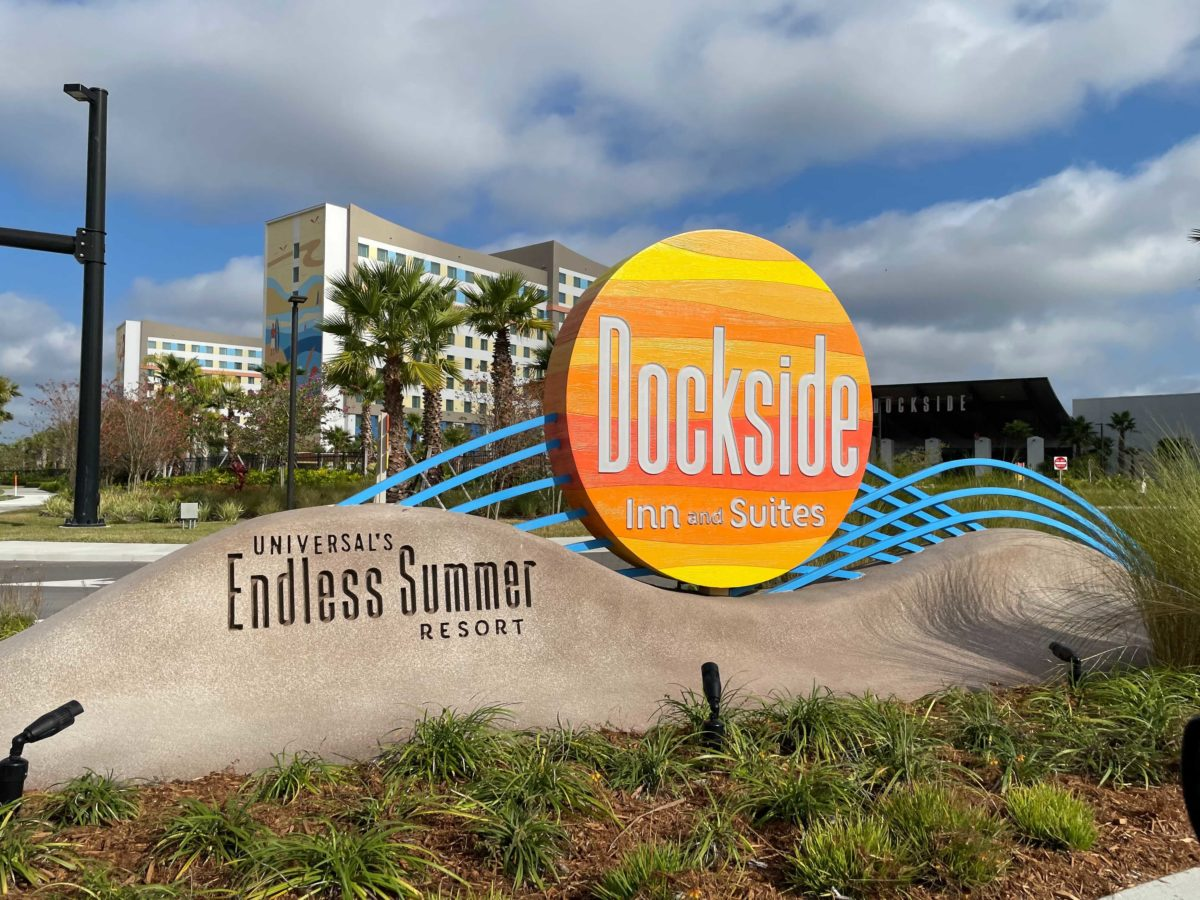 dockside-inn-and-suites-sign