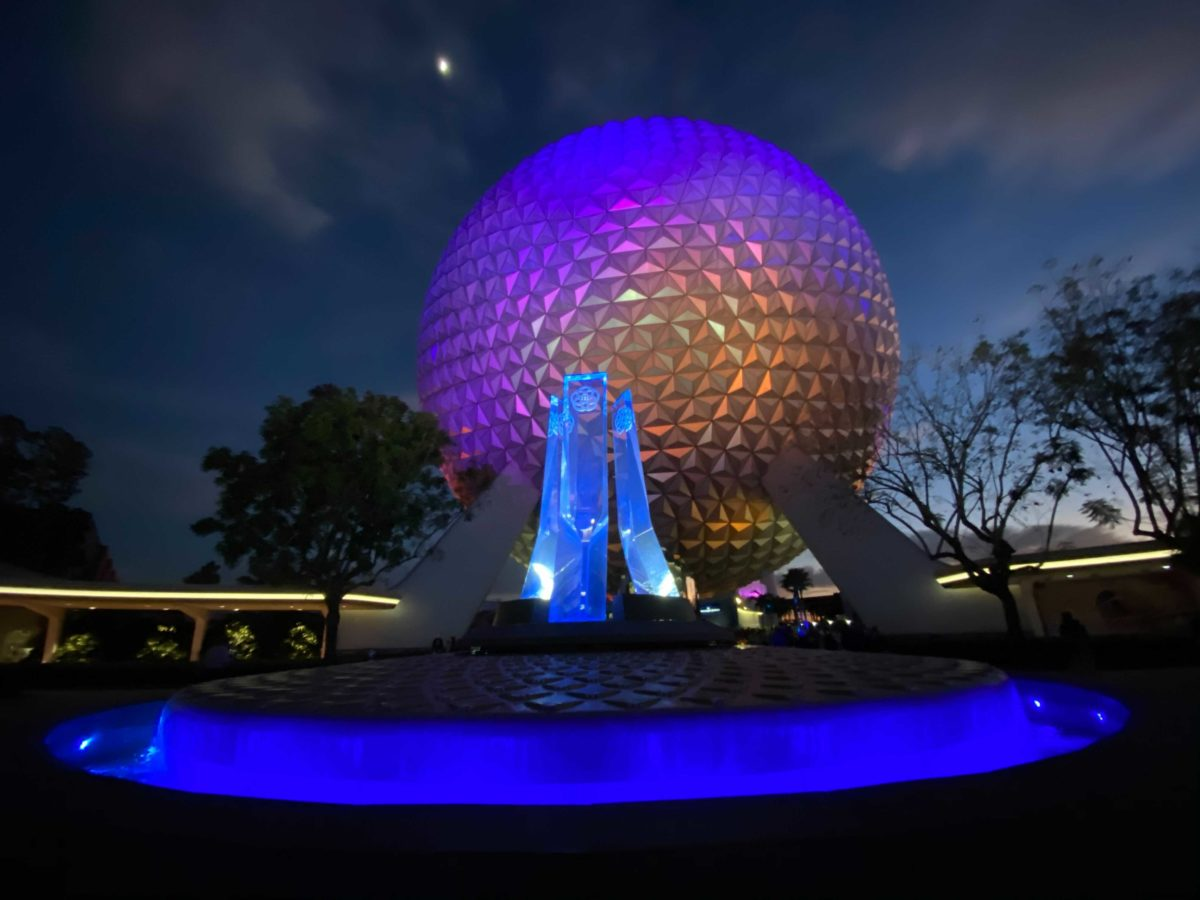 epcot-entrance-fountain-lit-up-night-24