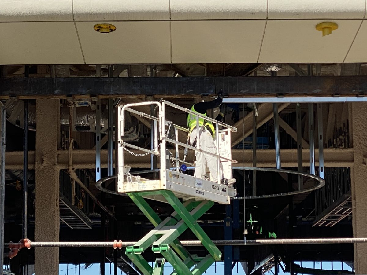 innoventions-east-mouse-gear-man-lift-construction-epcot-01192021-5586412