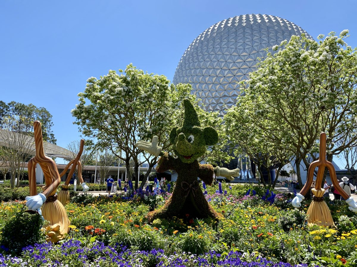 spaceship-earth-sorcerer-mickey-topiary-featured-image-hero-epcot-03172021-5681414