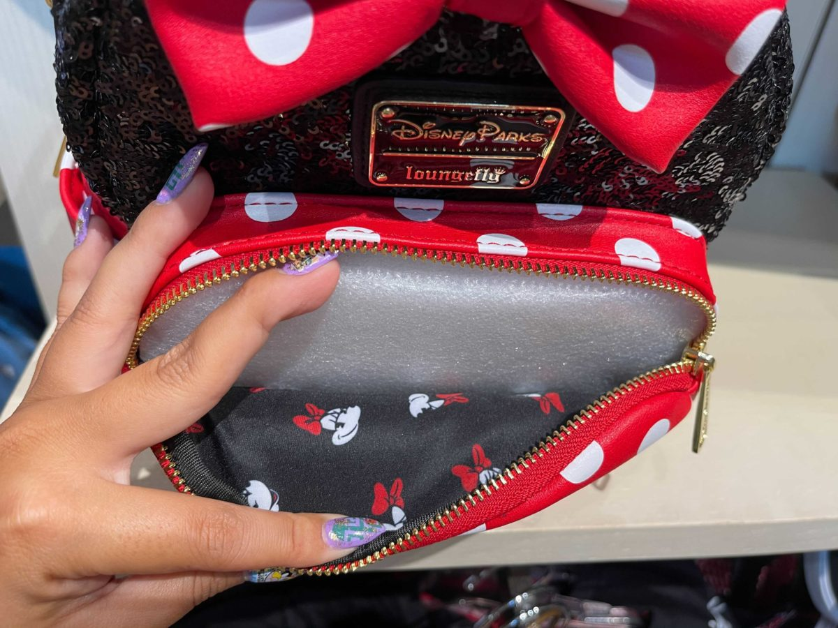 minnie-mouse-loungefly-mini-backpack-7-2824560