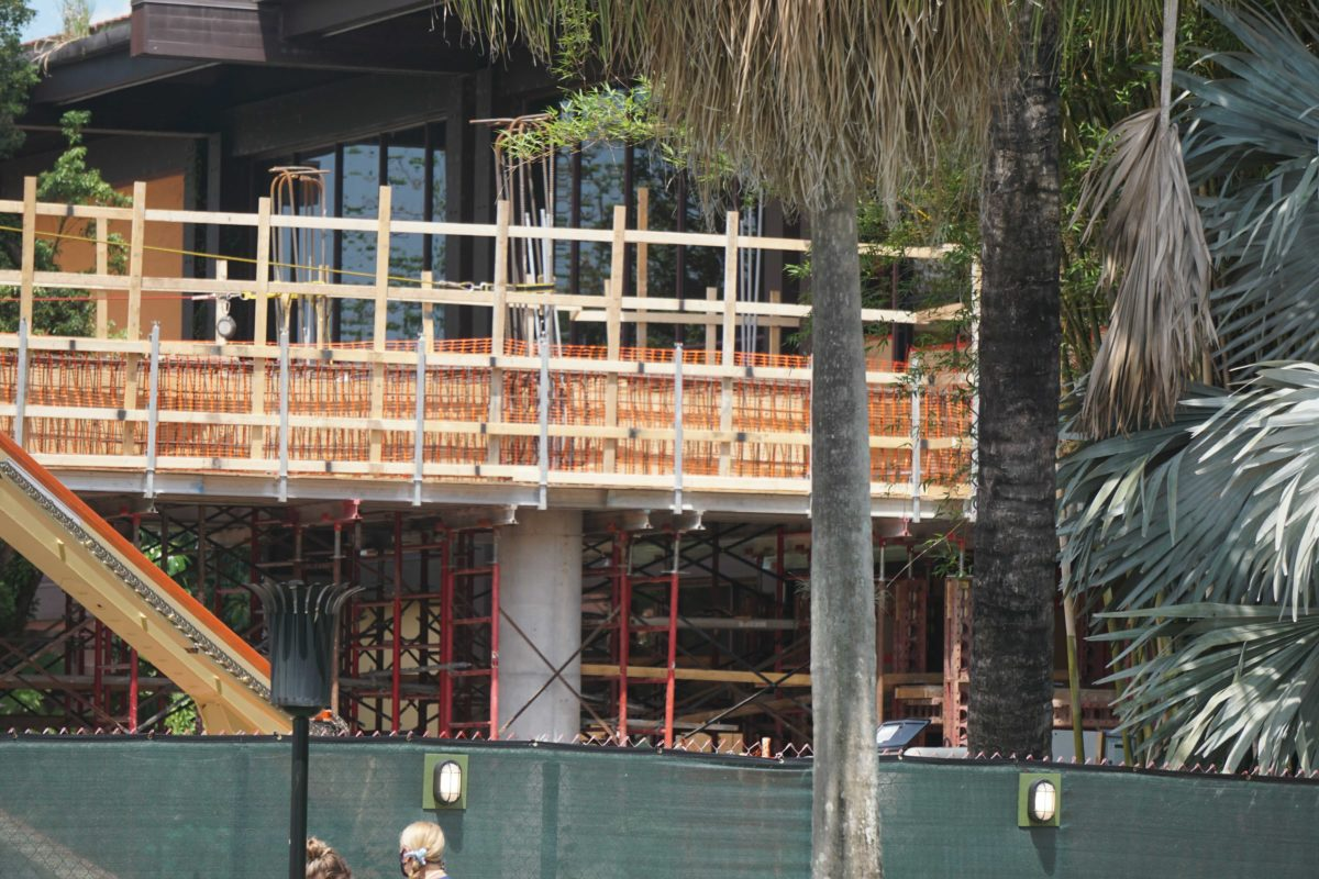 polynesian-village-and-resort-construction-monorail-station-15-1039111