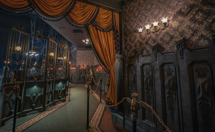 haunted mansion Disneyland hallway