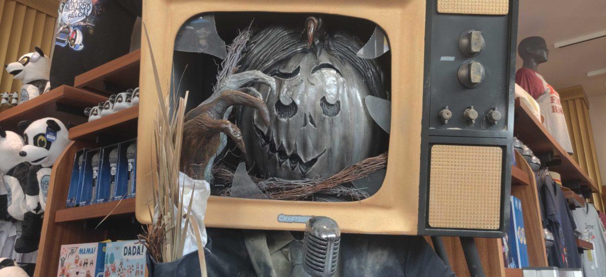 uor-scarecrow-stalk-the-tonight-store-5-4337966