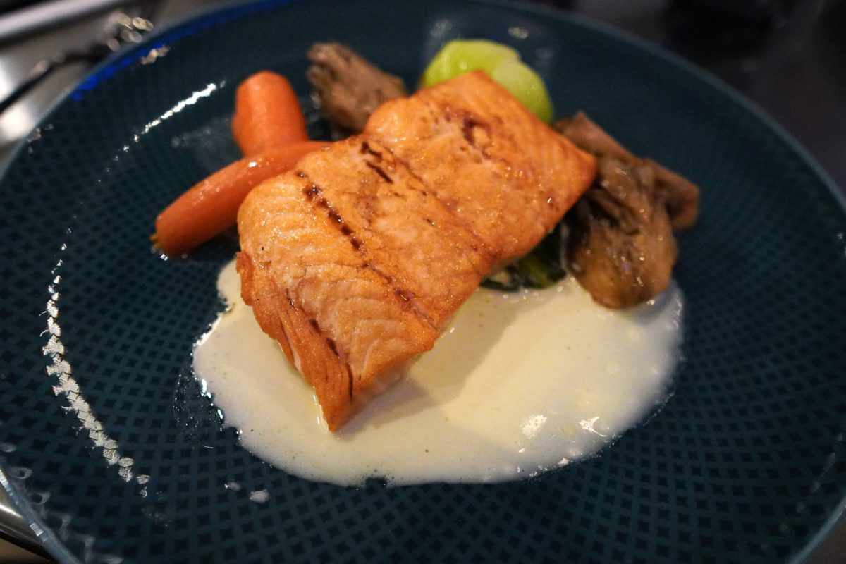 space-220-dinner-entree-bluehouse-salmon-2-9844648