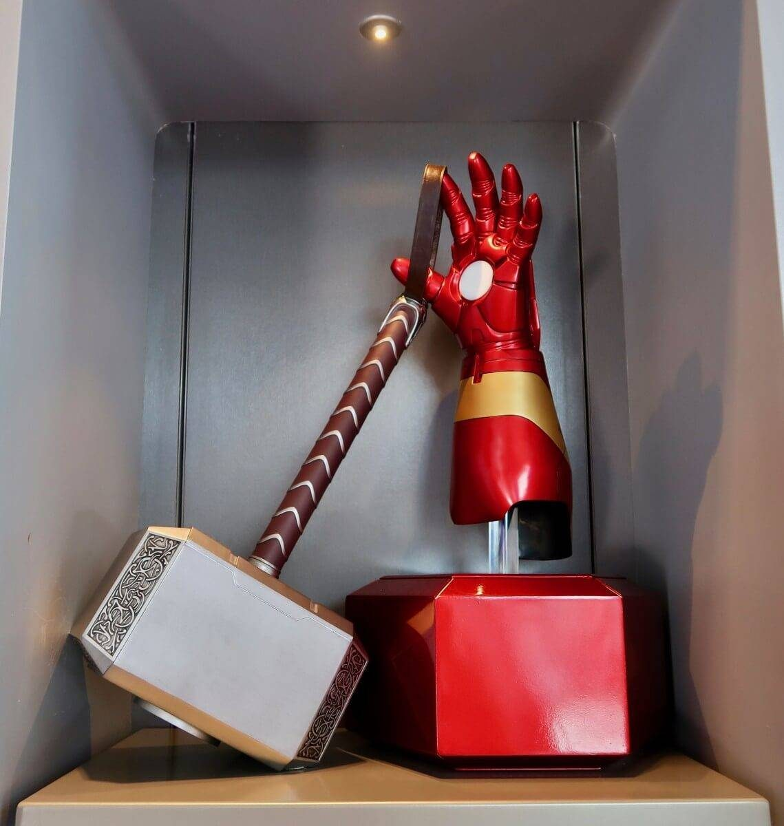 iron-man-experience-expo-shop-thor-hammer